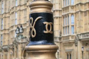 chanel-lamppost-london-main-620x413