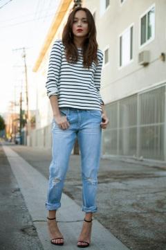stripes-and-boyfriend-jeans