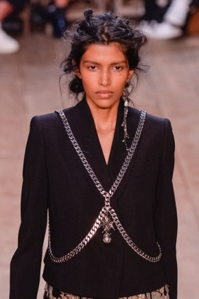 slideshow-spring-accessories-34-spring-2016-bags-accessory-jewelry-trends-body-chain-alexander-mcqueen-main