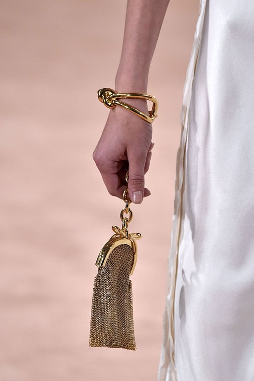 slideshow-spring-accessories-48-spring-2016-bags-accessory-jewelry-trends-bracelet-bags-balenciaga-main