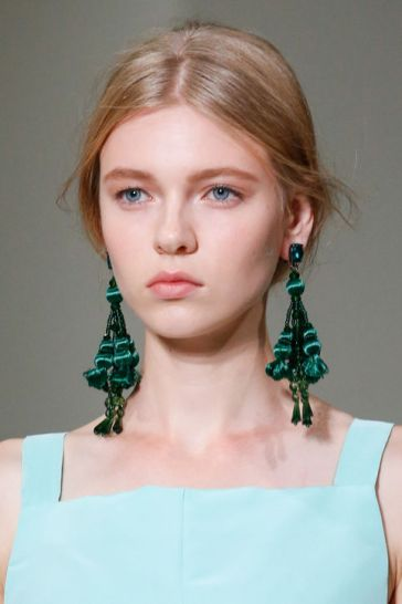 spring-2016-statement-earrings-oscar-de-la-renta-h724